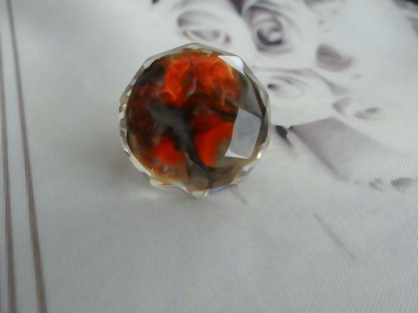 Crno-crveni prsten